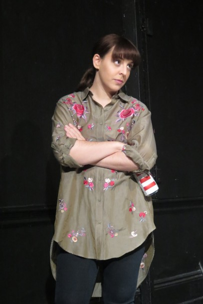 Marta da Silva as Julie (2)